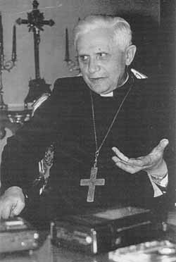 Cardinal_RatzingerB.jpg
